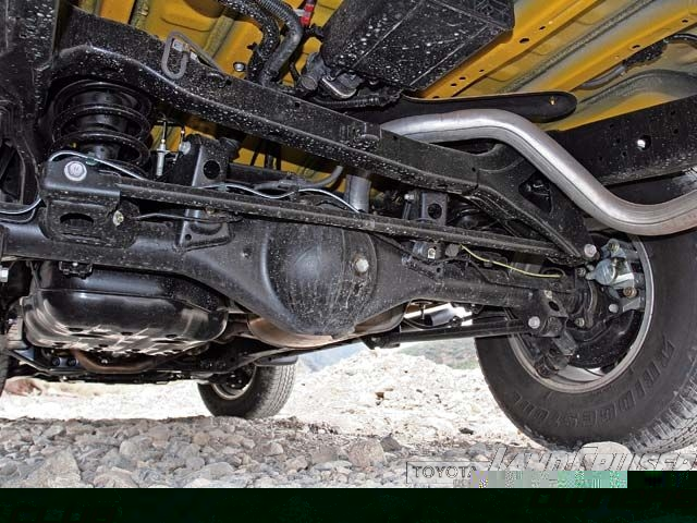 06054wd_10z+2007_Toyota_FJ_Cruiser+Rear_Suspension_View.jpg
